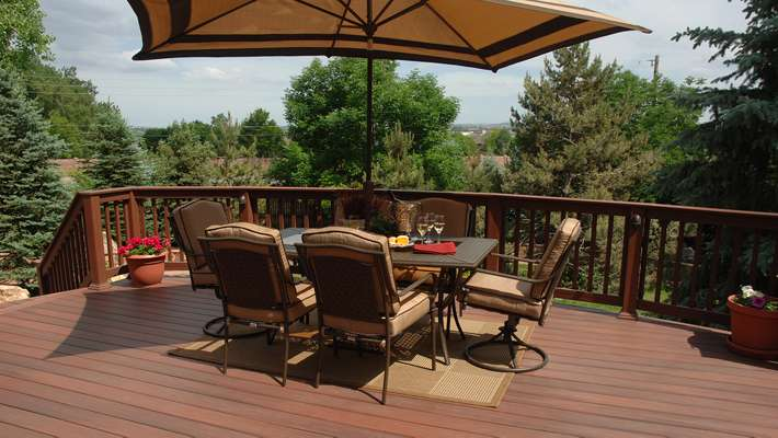 fiberon-horizon-decking-rosewood-outdoor-dining-blog