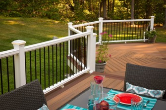 Marty-Weiss-Fiberon-horizon-decking-railing-metal-baulsters