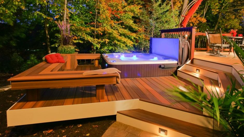 Fiberon-decking-hot-tub