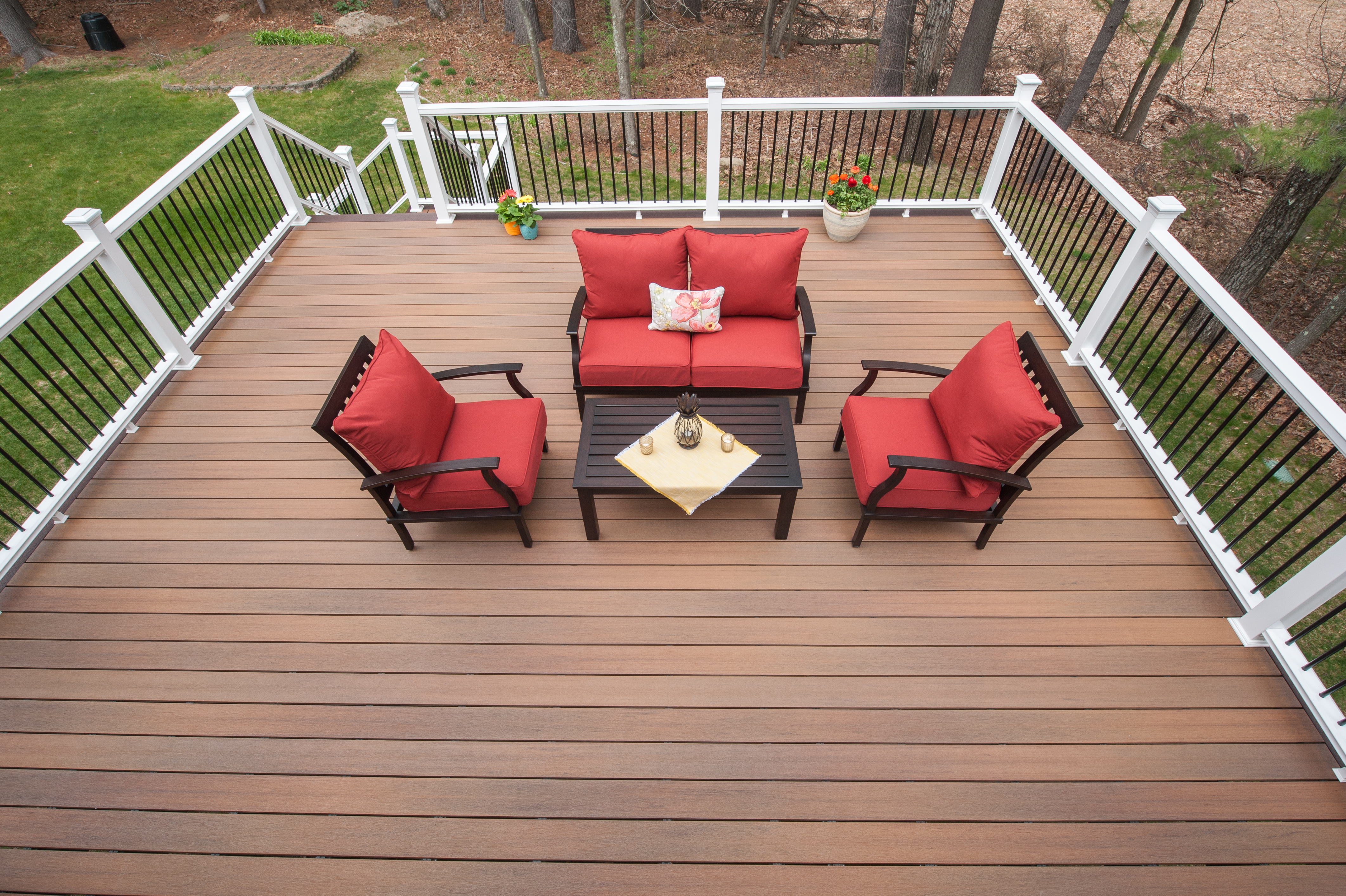 Summer design trends what s hot in outdoor furnishings for Deck gets too hot