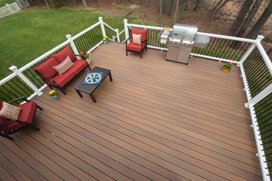symmetry-decking-cinnabar-railing-white